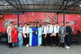 TST tourist đón sinh viên du lịch Đại học Văn Hiến kiến tập mô hình doanh nghiệp