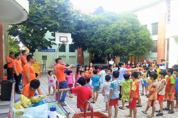 TST tourist with Linh Xuan Center for Child Care and Protection