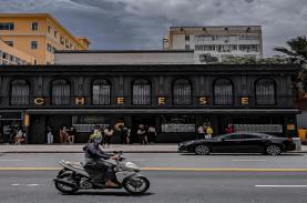 Quán cà phê màu đen nổi bật ở trung tâm TP HCM