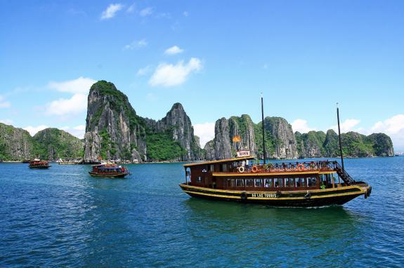 TST tourist ưu đãi đặc biệt tour Hạ Long - Bình Liêu