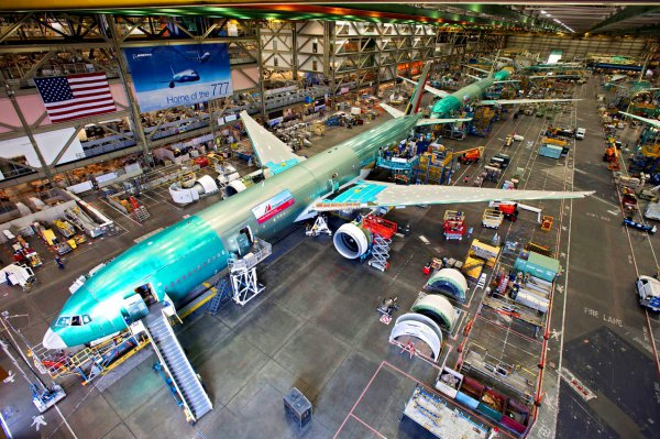 Boeing-777-Factory-HighShot-2
